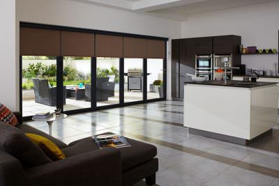 Bifold door with automatic blinds